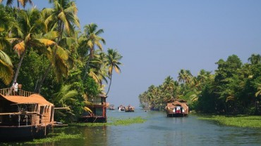 Kerala Backwaters - Top 10 Places To Visit In Kerala