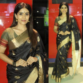 1-Sonali-Kulkarni-In-Saree-photo-Black-saree-Gold-border